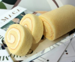 Swiss-Roll-Vanilla-500x400